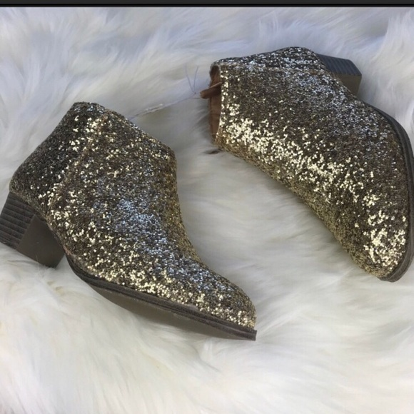 eb95dc0bd11 Old Navy Shoes   Nwt Gold Glitter Boots Girl Size 2   Poshmark